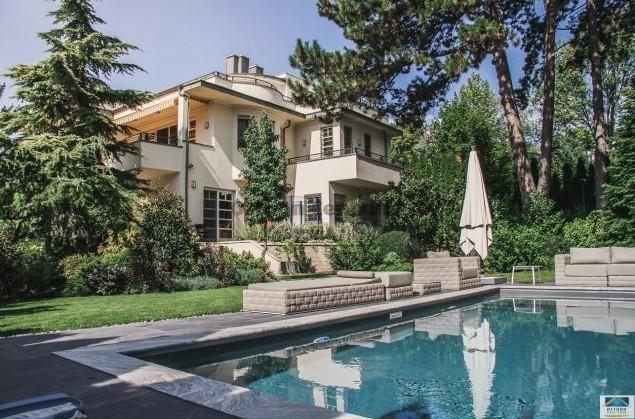 5 eladó luxus családi ház Budapesten
